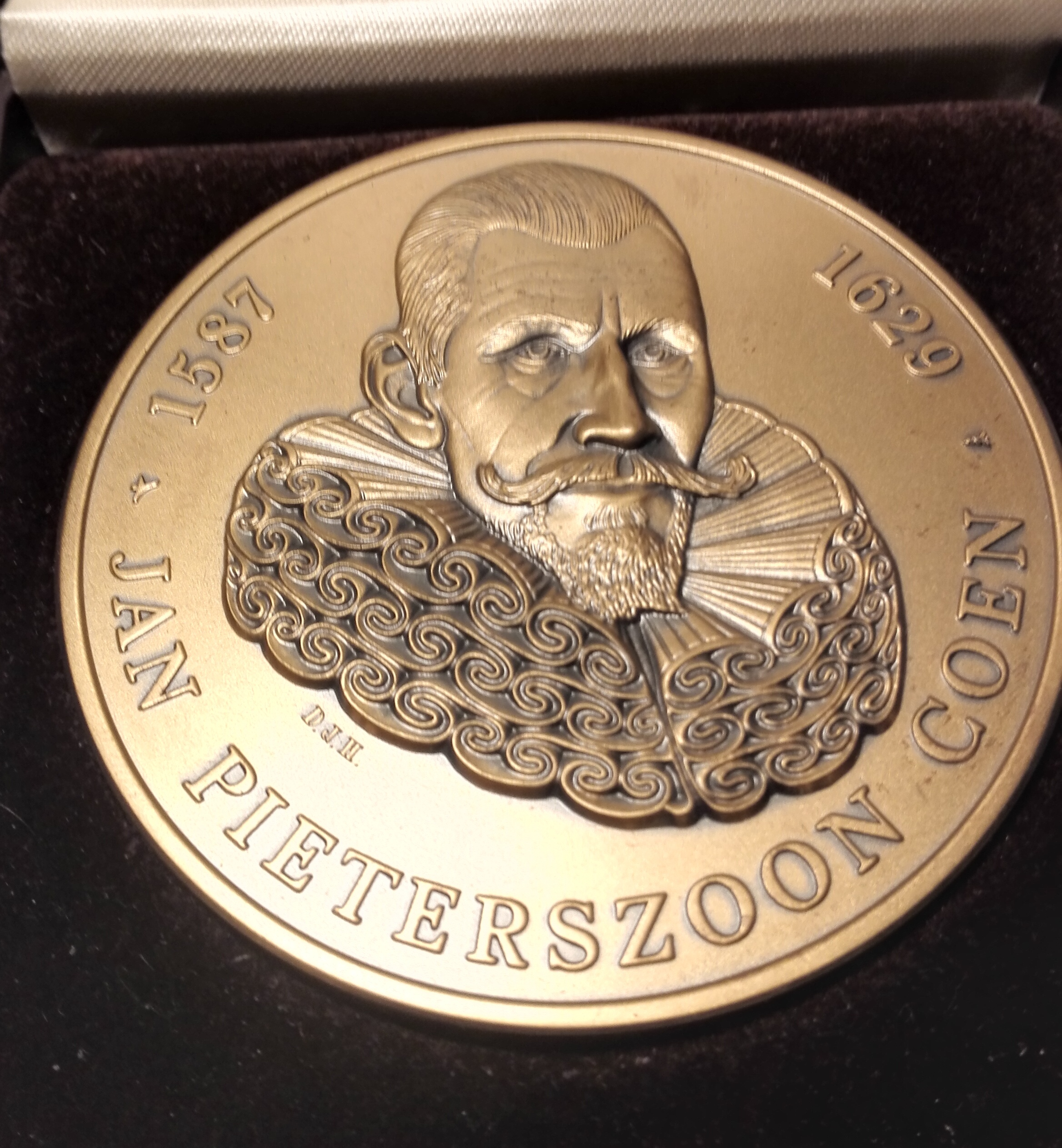 JAN PIETERSZOON COEN 1587-1629 - Bronze Medal